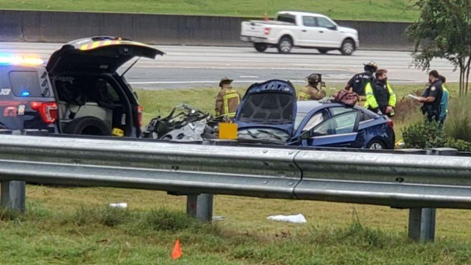1 dead, 1 injured after car overturns in I-285 crash