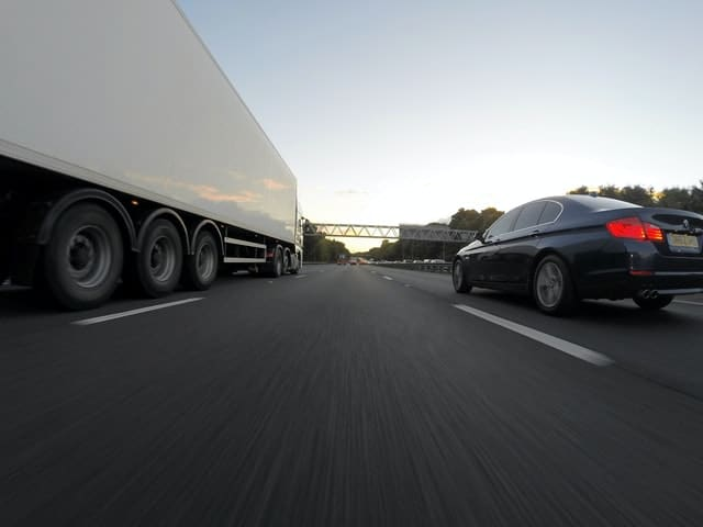 How a Georgia Truck Accident Attorney Determines Liability
